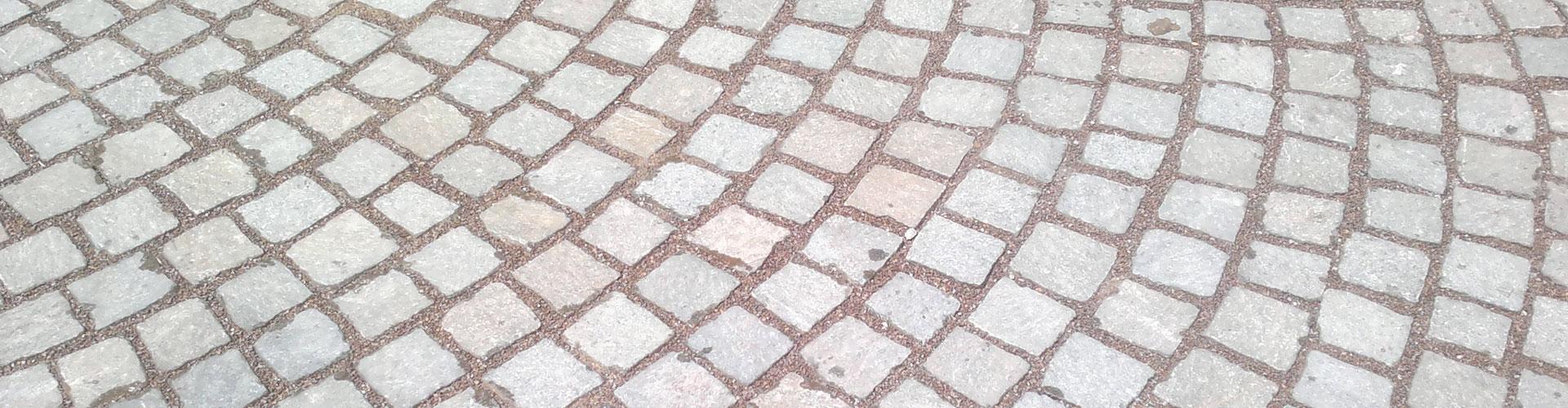 cubetti di porfido utilizzati per pavimentazioni di strade e piazze