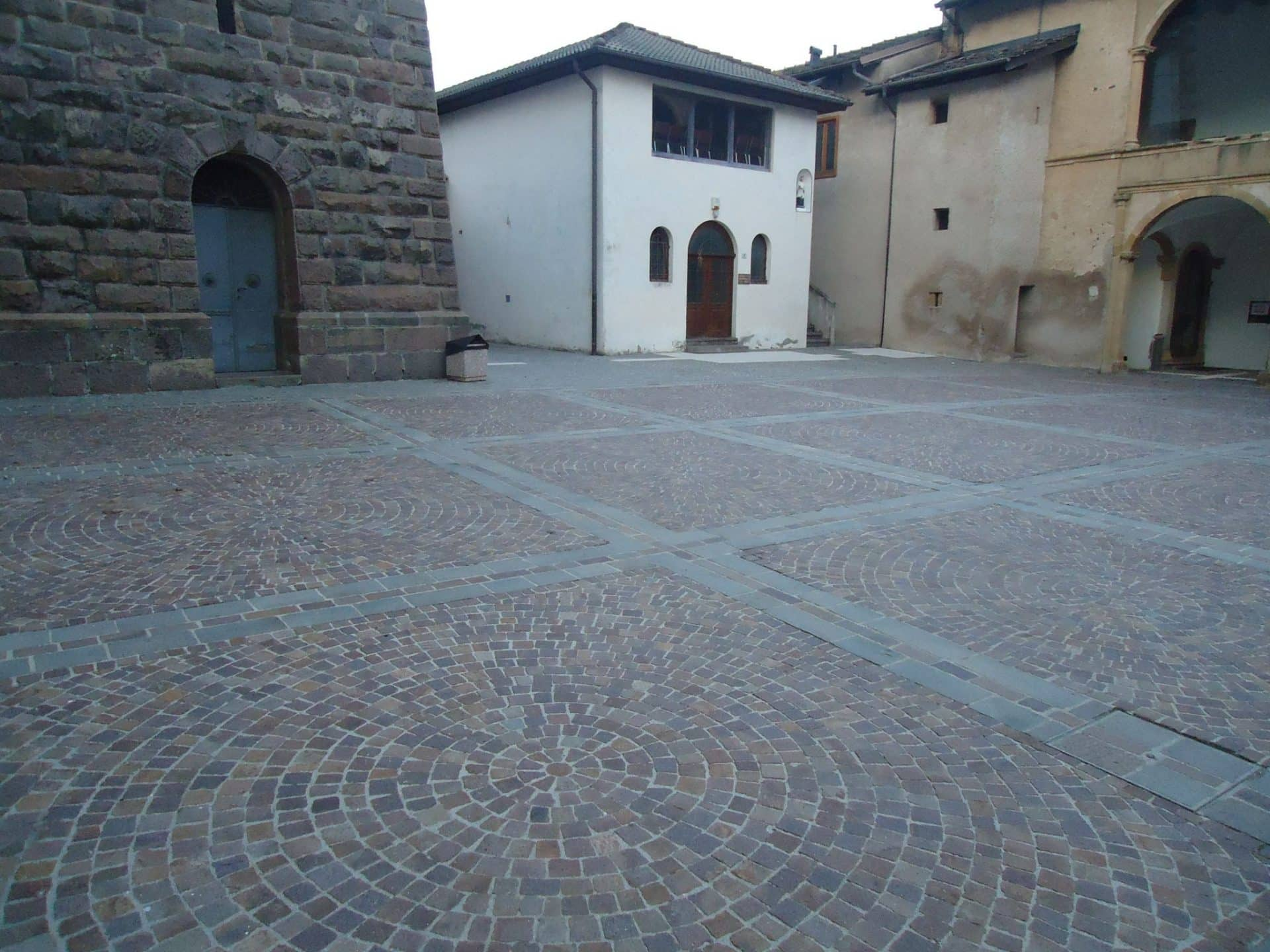 piazza chiesa porfido pv tn